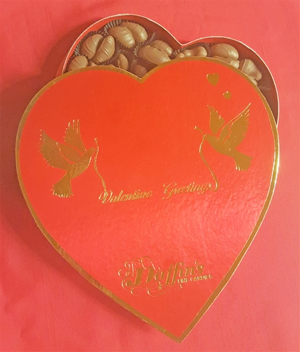 1 lb. Red Paper Valentine Heart with Assorted Nuts